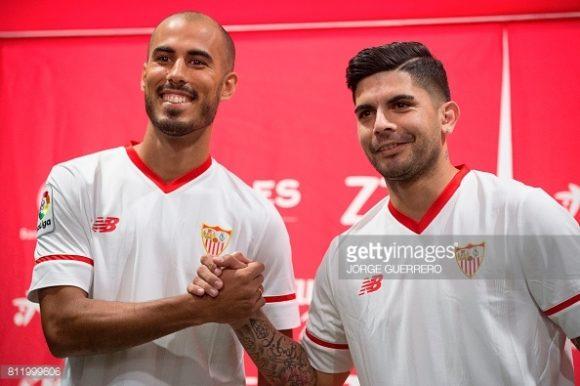 Os argentinos Guido Pizarro (esquerda) e Éver Banega (direita) foram apresentados juntos no Sevilla.