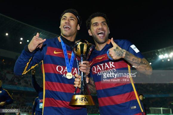 Neymar e Daniel Alves, grandes amigos fora de campo, estarão juntos novamente no PSG.