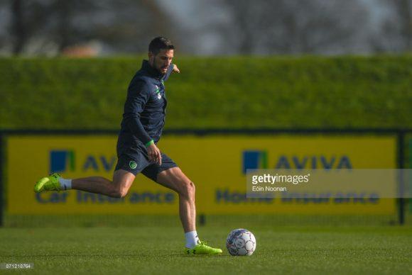Devido a ausência do lesionado Jeff Hendrick, o meio-campista Conor Hourihane (foto), meia do Aston Villa, iniciará o confronto diante da Dinamarca entre os titulares da Irlanda.