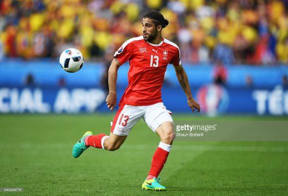 Com um gol no jogo de ida da repescagem da Copa 2018, e uma bola salva nos acréscimos do jogo de volta, Ricardo Rodríguez merece até um busto na Basileia.