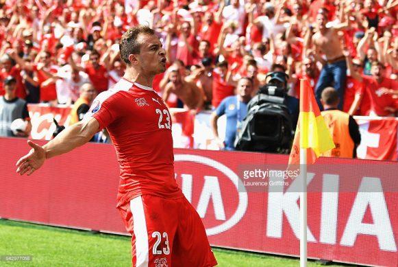 O talentoso meia Xherdan Shaqiri marcou o gol mais bonito da Eurocopa 2016, após um voleio lindíssimo na partida contra a Polônia.