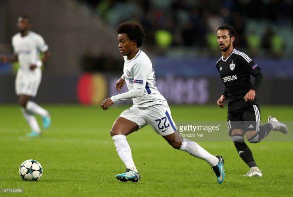 Willian foi o grande destaque do Chelsea na goleada dos ingleses sobre o Qarabag no Azerbaijão. No entanto, essa boa exibição não foi suficiente para que o treinador Antonio Conte colocasse o brasileiro entre os titulares dos Blues no clássico contra o Liverpool.