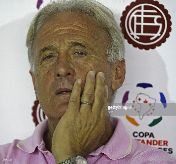 O técnico hispano-argentino Juan Ramón Cabrero, foi o grande responsável por colocar o Lanús, no caminho dos títulos.