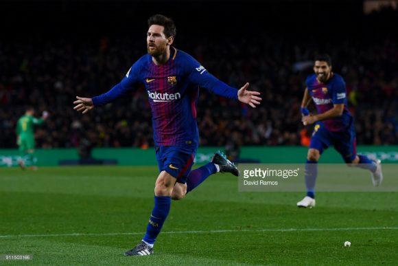 Messi salva o Barcelona contra o Alavés.