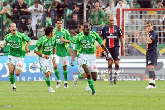 Longo tabu: o último triunfo do Saint-Étienne frente o PSG no estádio Geoffroy-Guichard, foi no ano de 2008. O gol de Mouhamadou Dabo garantiu a vitória por 1 a 0 dos Verdes.
