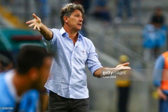 O sonho de consumo do presidente Eduardo Bandeira de Melo, era o técnico Renato Portaluppi. No entanto, o técnico gremista rejeitou a proposta do Fla, que desta maneira, manteve Maurício Barbieri no comando da equipe.