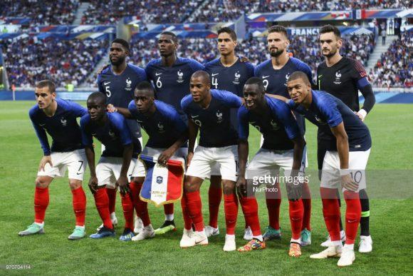 Time base: Lloris; Sidibé, Varane, Umtiti e Mendy; Kanté, Matuidi e Pogba; Griezmann, Giroud e Mbappé.