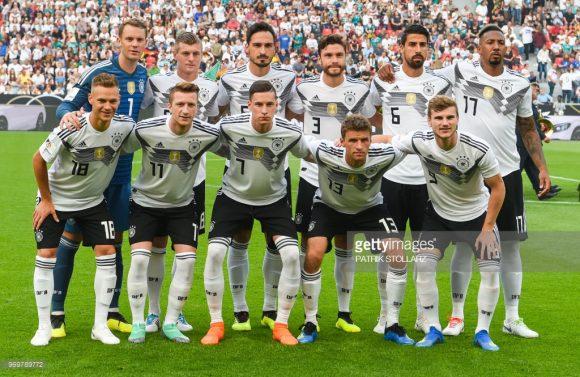 Time base: Neuer; Kimmich, Hummels, Boateng e Hector; Kroos e Khedira; Muller, Reus e Draxler; Werner.