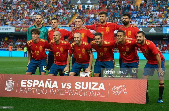 Time base: De Gea; Odriozola, Sergio Ramos, Piqué e Jordi Alba; Iniesta, Busquets e Thiago Alcântara; David Silva, Diego Costa e Isco.