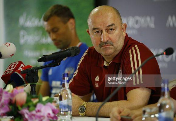 Mesmo com o pífio desempenho na Eurocopa 2016 e na Copa das Confederações 2017, a Federação Russa de Futebol manteve Stanislav Cherchesov no comando técnico da seleção.