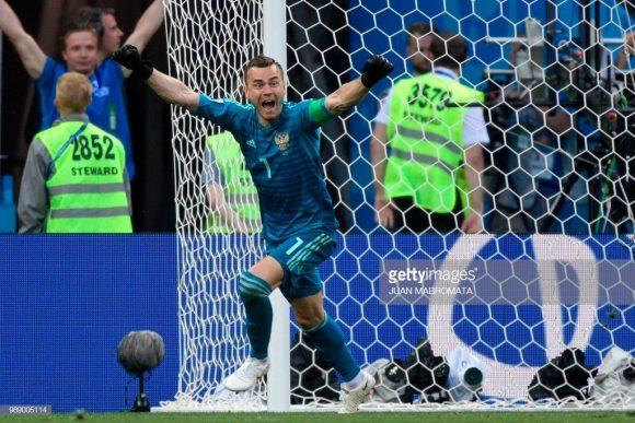 O goleiro Igor Akinfeev virou herói nacional depois da inédita classificação da Rússia às quartas de final da Copa.