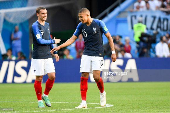 Os atacantes Antoine Griezmann e Kylian Mbappé dividem a artilharia da seleção francesa na Copa da Rússia com três tentos cada.