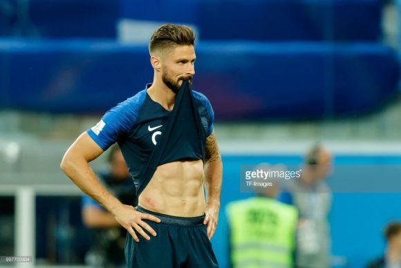 O atacante Olivier Giroud superou Gabriel Jesus nesta Copa do Mundo. O francês não marcou nenhum gol em seis jogos disputados, à medida que o brasileiro não balançou as redes em cinco ocasiões.