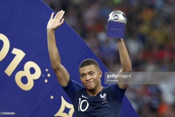O jovem Kylian Mbappé de 19 anos, foi eleito a revelação da Copa da Rússia.