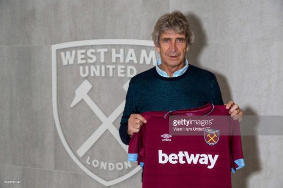Após dois anos no futebol chinês, Manuel Pellegrini, de 64 anos retornará à Inglaterra, país pelo qual treinou o Manchester City de 2012 a 2016.