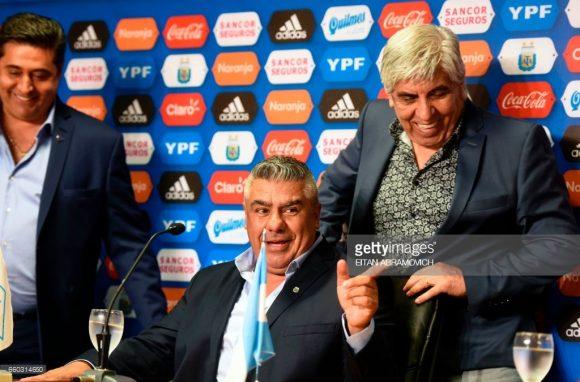 """O trio parada dura da AFA, formado por Daniel Angelici, Claudio """"Chiqui"""" Tapia e Hugo Moyano, três cânceres do futebol argentino."""