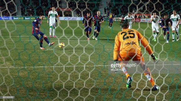 A última visita de Luis Enrique ao estádio Manuel Martínez Valero, aconteceu em 2015, quando ele ainda dirigia o Barcelona. Naquele jogo, o Barça goleou o Elche por 6 a 0.