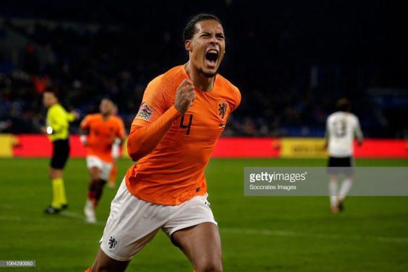 O zagueiro Virgil van Dijk, que estava atuando de atacante nos minutos finais do embate frente à Alemanha, garantiu a classificação dos holandeses às semifinais da Liga das Nações da UEFA.