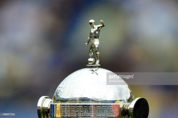 O Boca Juniors já ergueu a taça da Copa Libertadores seis vezes ao longo da trajetória, enquanto o River corre atrás de sua quarta conquista continental.