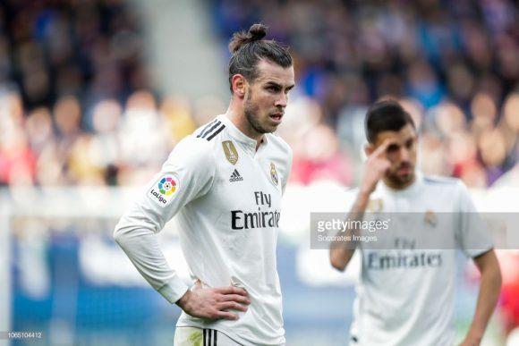 Apesar da forte pressão sofrida por conta de suas péssimas atuações, o galês Gareth Bale estará entre os titulares do Real Madrid no embate contra a Roma.