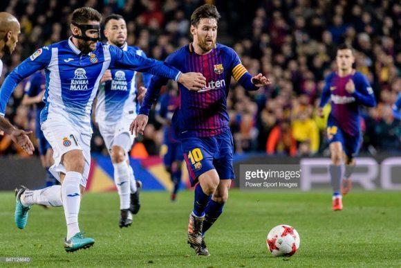 O craque Lionel Messi é o maior algoz do Espanyol na história. Isso porque nas 26 vezes que o argentino disputou o Dérbi Barcelonês, ele marcou 21 gols.