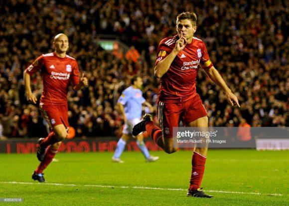 O último duelo entre Liverpool e Napoli no estádio Anfield Road, terminou com a vitória dos ingleses por 3 a 1, com direito um hat-trick de Steven Gerrard, pela fase de grupos da Europa League 2010/11.