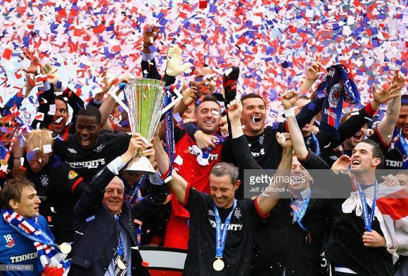 2011, este foi o ano em que o Rangers ergueu o caneco do Campeonato Escocês pela última vez.