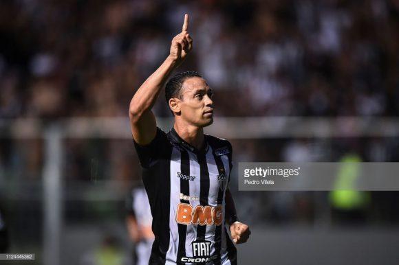 Com quatro gols em dois jogos, Ricardo Oliveira já lidera a artilharia da Copa Libertadores.