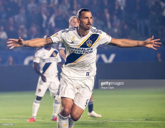 Em sua primeira temporada defendendo as cores do Los Angeles Galaxy, Zlatan Ibrahimovic marcou 22 gols em 28 jogos disputados.