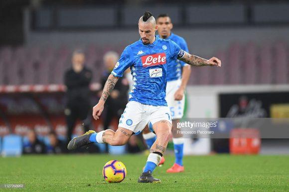 A ida de Marek Hamsik ao Dalian Yifang, da China, deixou uma enorme lacuna no meio-campo do Napoli.