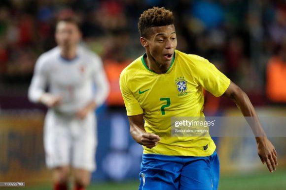 Na última terça-feira, David Neres, defendeu as cores da seleção principal do Brasil pela primeira vez na carreira. O jovem atleta de 20 anos é uma das principais armas do Ajax no clássico deste domingo.