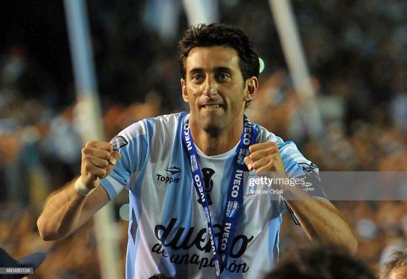 Diego Milito esteve presente nos três títulos argentinos do Racing neste século, sendo em 2001 e 2014 como atleta, e em 2019 como dirigente do clube.