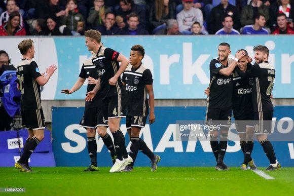 Com 100 gols marcados em 29 partidas disputadas pela Eredivisie, o Ajax registra a incrível marca de 3,45 gols por jogo no campeonato.