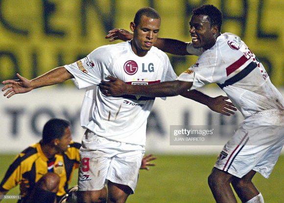 Cuca foi o treinador que implementou a formação 3-5-2 no São Paulo. Atuando com este sistema, o Tricolor ganhou uma série de títulos.