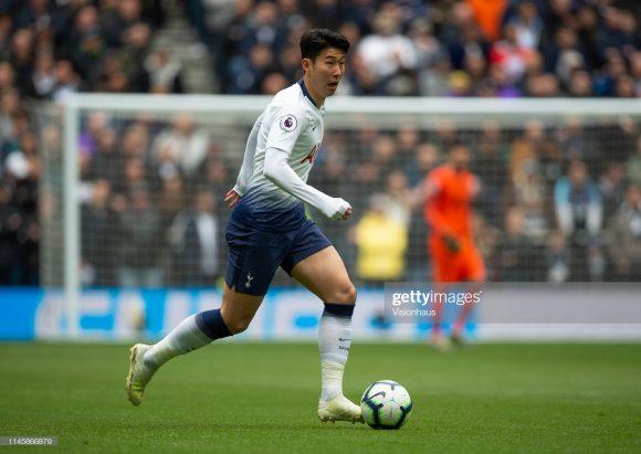 Suspenso no jogo de ida, o meia-atacante Son Heung-min está confirmado para encarar o Ajax em Amsterdam. O sul-coreano é o asiático que mais marcou gols da Champions League com 12 tentos até aqui.