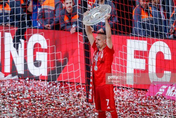 O francês Franck Ribéry tornou-se o jogador que mais vezes venceu a Bundesliga na história com nove títulos conquistados.