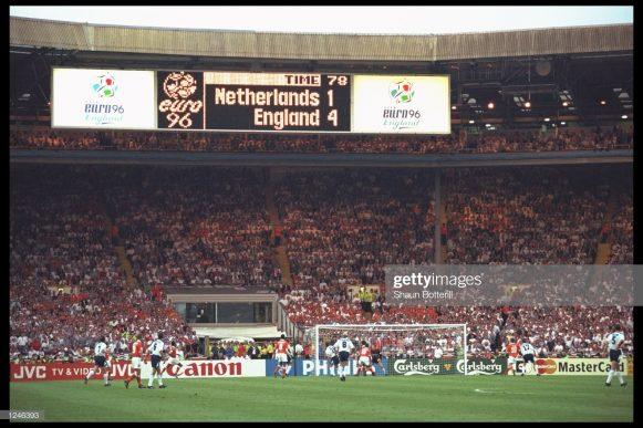 O último jogo entre Holanda x Inglaterra, válido por um torneio oficial, aconteceu somente em 1996, pela Euro 96 (na Inglaterra). Na oportunidade, os ingleses venceram os holandeses por 4 a 1 no estádio de Wembley.