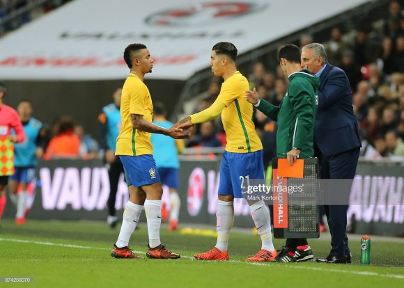 O reserva Roberto Firmino marcou um gol nos 81 minutos que defendeu o Brasil na Copa de 2018. Enquanto isso, o titular Gabriel Jesus passou em branco nos 407 minutos em que esteve em campo pela seleção de Tite.
