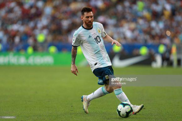 Em quatro jogos realizados pela Copa América até aqui, Lionel Messi marcou apenas um gol (de pênalti). As apagadas atuações do craque argentino pelo torneio estão chamando realmente a atenção.