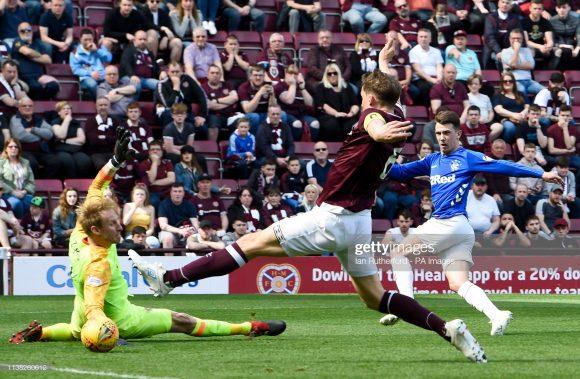 O Heart of Midlothian foi a maior vítima do Rangers, de Steven Gerrard. Em quatro confronto entre eles, os Gers somaram quatro vitórias.