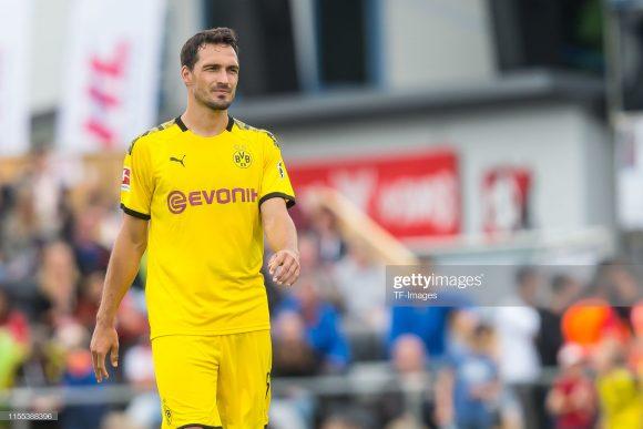 Depois de passar as últimas duas temporadas defendendo as cores do Bayern, o zagueiro Mats Hummels seguiu o caminho de Mario Gotze, e retornou ao Borussia Dortmund.