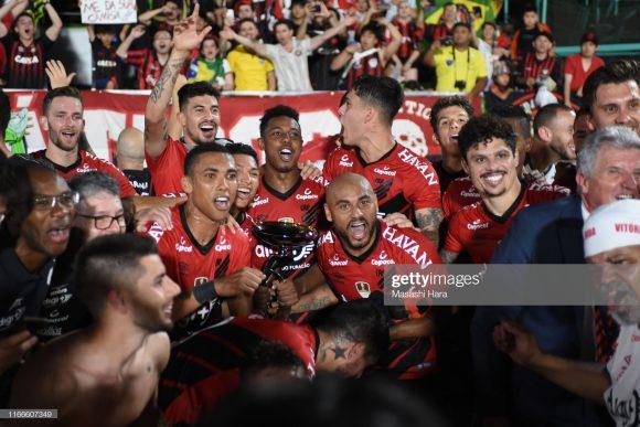A conquista da Copa Suruga rendeu aos cofres do Athletico Paranaense, o montante de 900 mil dólares, cerca de R$ 3,6 milhões.