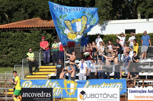Torcedores do Famalicão comemoraram o acesso da equipe, que há quatro anos disputava a Liga Pro (segunda divisão de Portugal), e há 25 não marcava presença na elite do futebol português.