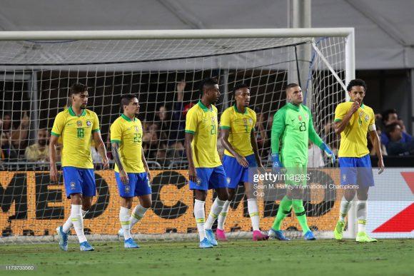 A segunda colocação no ranking de seleções da FIFA, é outro detalhe que esconde o péssimo futebol jogado pelo Brasil na atualidade.