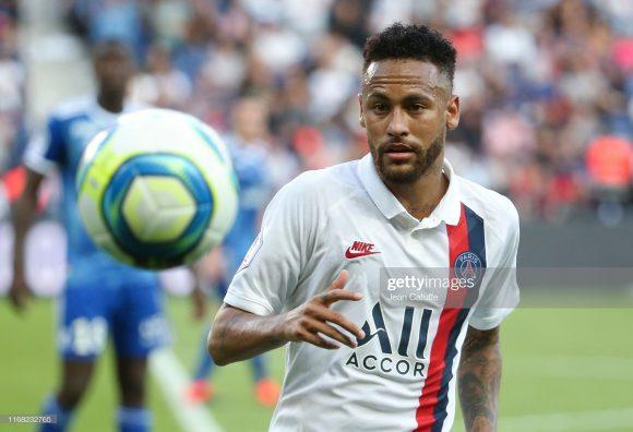 Neymar não estará em campo na tarde desta quarta-feira, devido a uma suspensão de três jogos recebida pela UEFA na temporada passada.