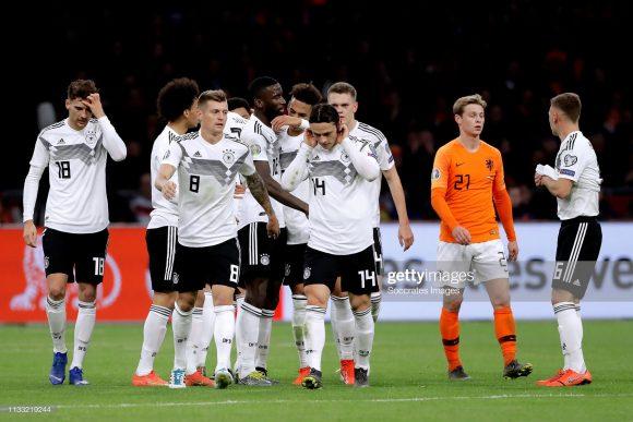 No jogo de ida do grupo C, a Alemanha venceu a Holanda, em Amsterdam, por 3 a 2. Deste modo, os holandeses precisarão dar o troco nos alemães, no jogo de volta, em Hamburgo.