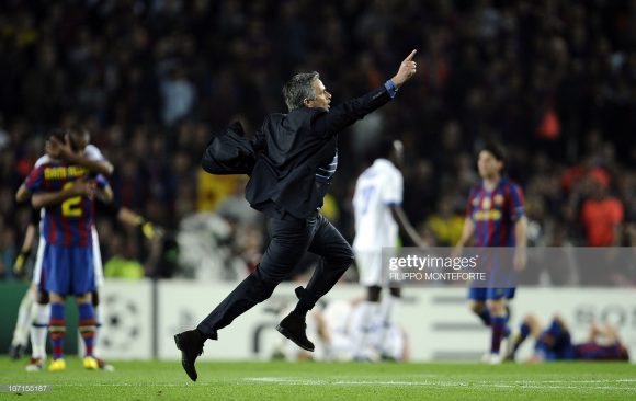 O encontro mais emblemático entre Barça e Inter até hoje, ocorreu em 2010, pelas semifinais da Champions League 2009/10, quando a Internazionale, de José Mourinho, eliminou o Barcelona, de Pep Guardiola.