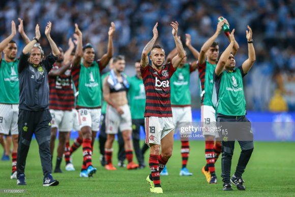 Caso o Flamengo seja campeão, o time carioca encontrará o Liverpool no Mundial de Clubes da FIFA em dezembro, ou seja, a mesma equipe que o Mengão enfrentou o na decisão do torneio em 1981.
