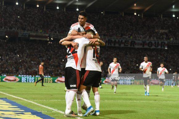 O River Plate jamais venceu o Flamengo pela Copa Libertadores. Em quatro duelos, os brasileiros acumulam duas vitórias enquanto os outros dois jogos terminaram empatados.