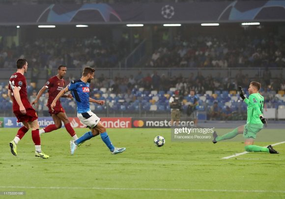 Em 21 jogos realizados na atual temporada, o Liverpool coleciona 18 vitórias, 2 empates e apenas uma derrota, sofrida justamente diante do Napoli.